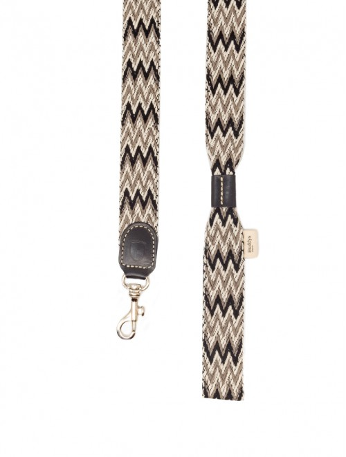 Peruvian black dog lead